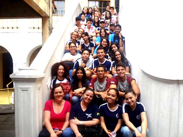 Os alunos visitaram diversos prédios  históricos em busca de mais  conhecimentos históricos e artísticos