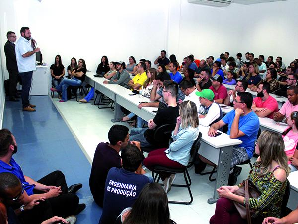 Iniciativa leva informação e orientação aos alunos