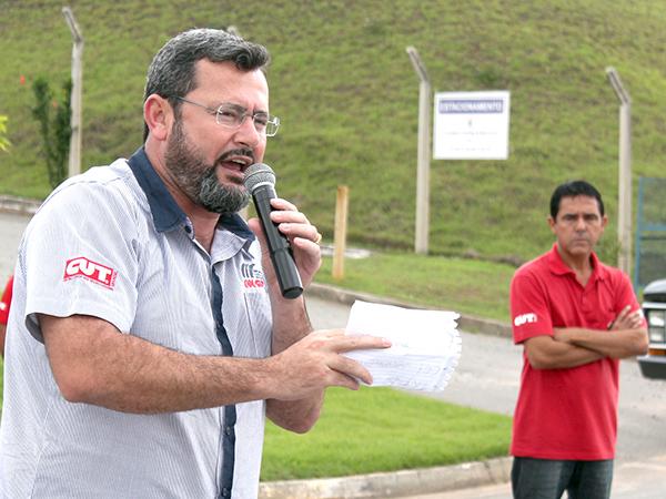 Presidente Herivelto Vela durante assembleia na Bundy, na última terça-feira (21)