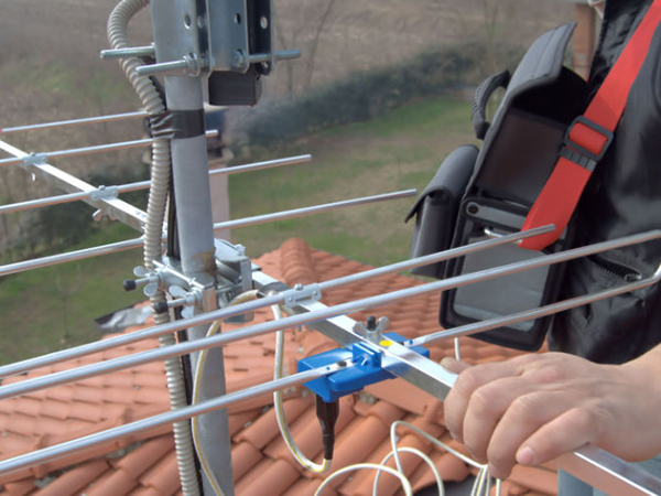 Quem receber a orientação e ainda precisar de ajuda na instalação da antena poderá solicitar a visita de um técnico