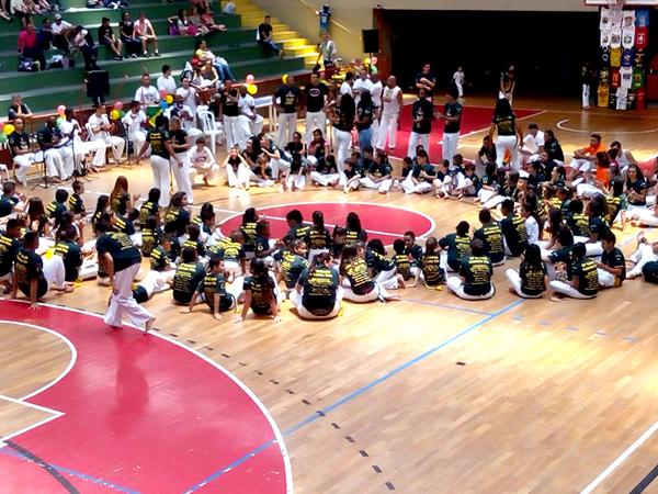 O primeiro evento do festival  foi o batizado da capoeira