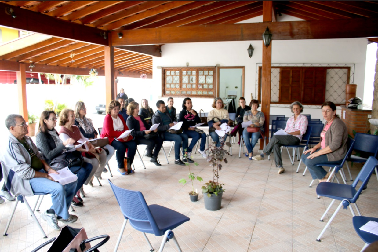 Os participantes aprendem sobre as propriedades, cultivo e até receitas