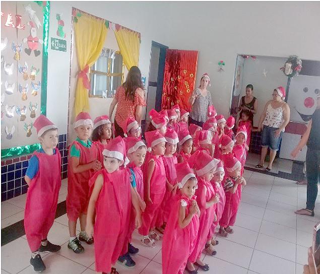 As crianças do Berçário B, Infantil I-B e Infantil II-B durante apresentação