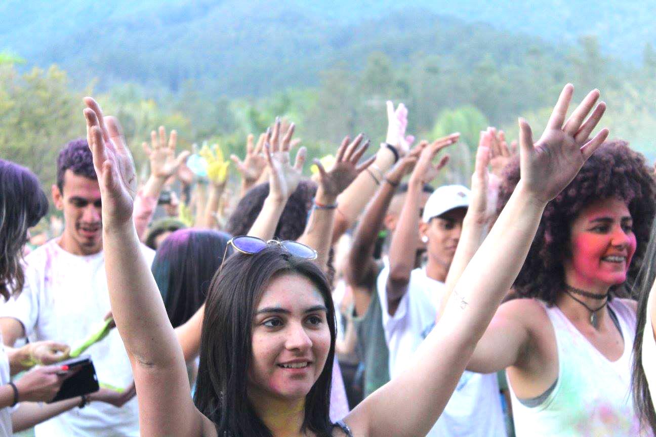 """""""Holi - Festival das Cores"""" busca celebrar com alegria a passagem de ano"""
