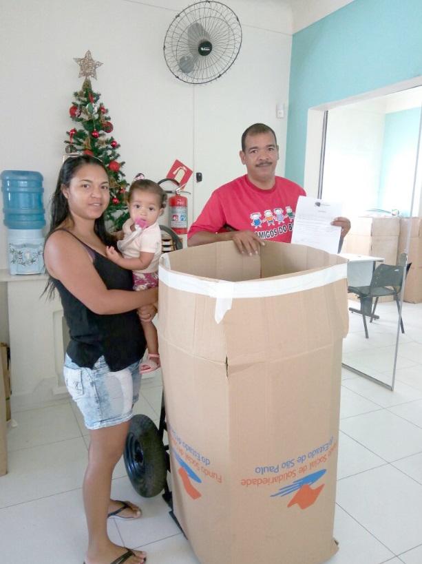 Presidentes de associações de moradores e representantes de instituições fi zeram a retirada das doações na sede do Fundo Social