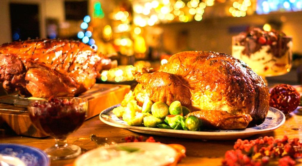 O peru é uma carne mais leve e mais saudável que o tender ou o pernil, e vai bem com frutas
