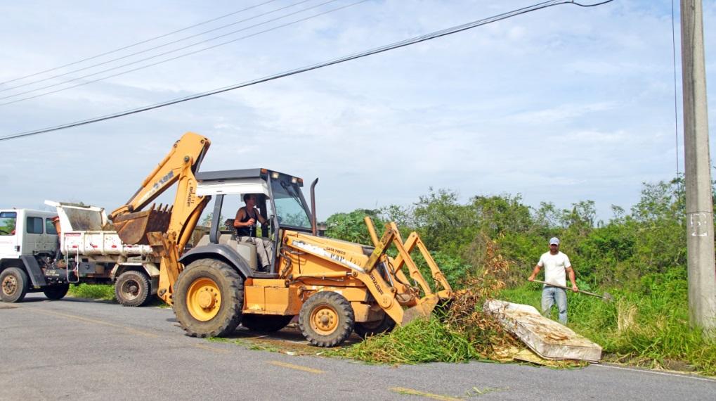 Ruas, praças e terrenos passaram por obras de manutenção em todo o bairro
