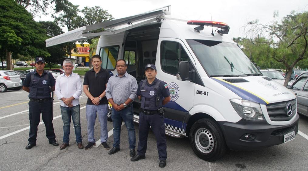 Prefeito Isael Domingues realizou a entrega oficial da Base Móvel da Guarda Municipal