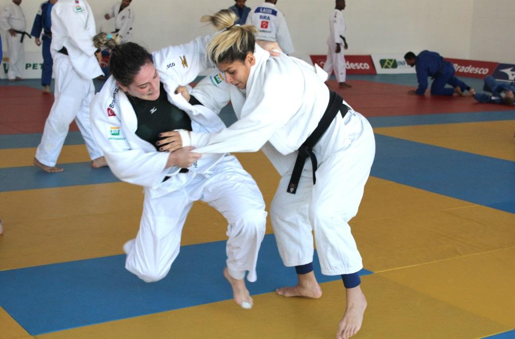 A campeã mundial e duas vezes medalhista de bronze nas Olimpíadas, Mayra Aguiar, treina em busca de mais vitórias