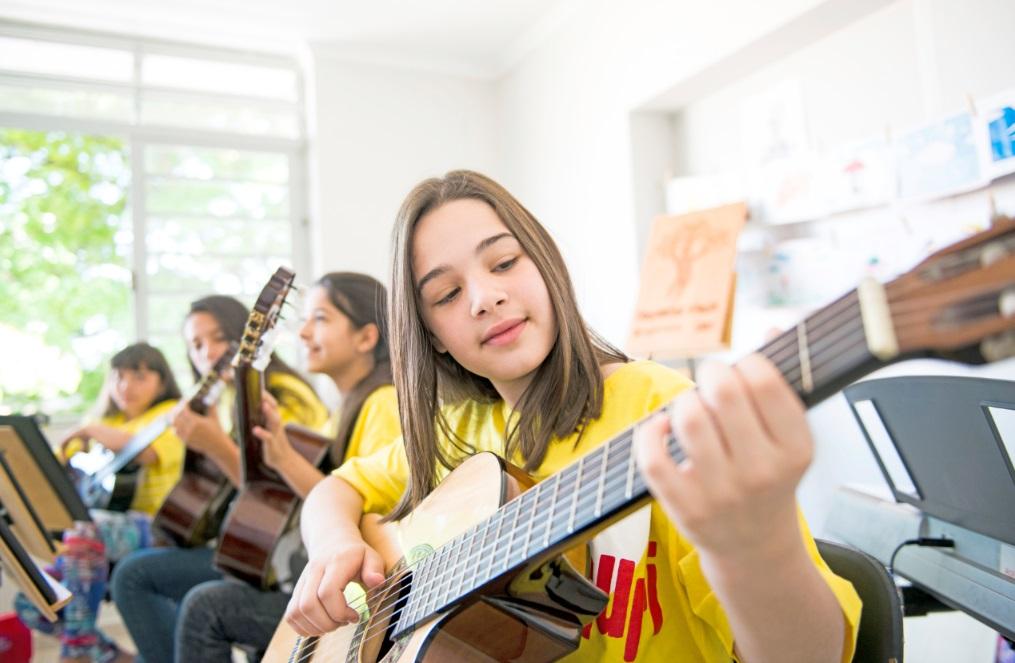 As vagas disponíveis são para crianças e jovens de 6 a 18 anos, e as aulas acontecem duas vezes por semana, no período da tarde