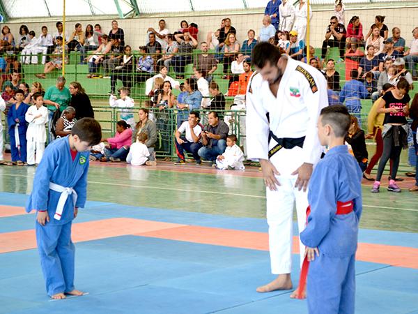 Objetivo é selecionar atletas para formação de equipes masculinas e femininas