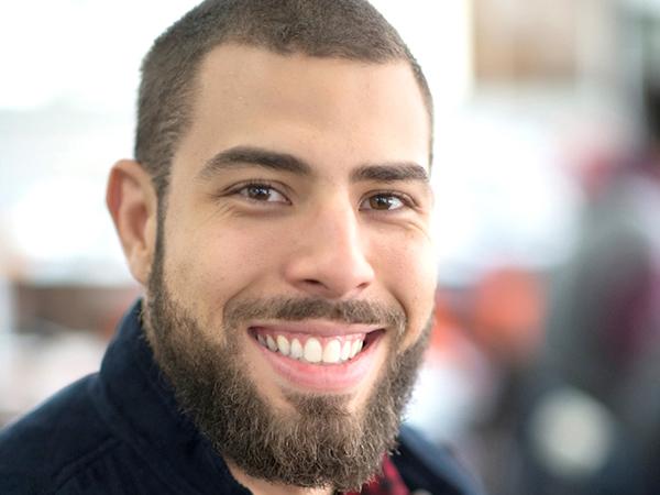 Pedro Hermano é sócio fundador da Agência 242, especializada em marketing digital e consolidada entre as principais agências digitais do Brasil