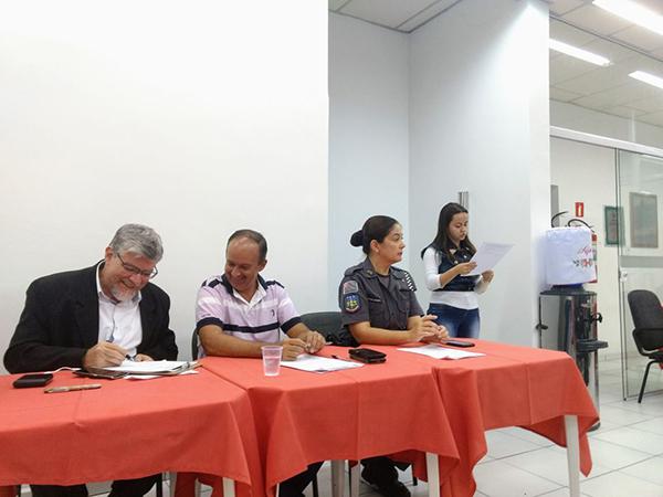 A reunião contou com a presença de diversos representantes da sociedade e de entidades