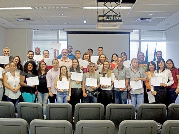 Equipe que desenvolveu o projeto do Plano Diretor de Turismo recebeu certificados