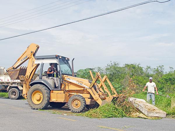 A população precisa colaborar e não jogar entulho nem lixo nas áreas verdes do município