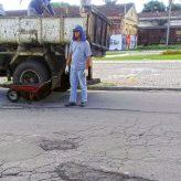 """""""Tapa-buracos"""" em ação nos diversos bairros"""