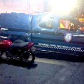GCM flagra rapazes com entorpecente e recupera moto roubada