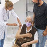 Pinda continua aplicando segunda dose da vacina para 77 anos ou mais; primeira dose aguarda nova remessa