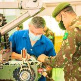 Instituto de Aeronáutica apoia  2º Batalhão de Combate e Engenharia em manutenção de robô