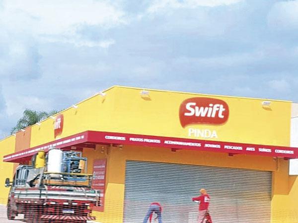 Swift inaugura ampla loja em Pinda