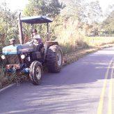 Estrada municipal  Jesus Antônio de  Miranda recebe serviços de roçada
