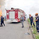 Defesa Civil combate incêndio em Coruputuba e na entrada da cidade